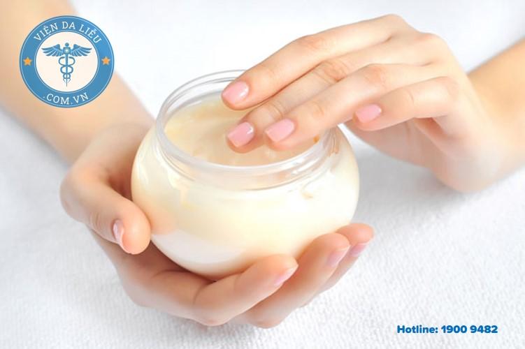 4. Làm sáp bôi hăm cho bé từ dầu dừa 1