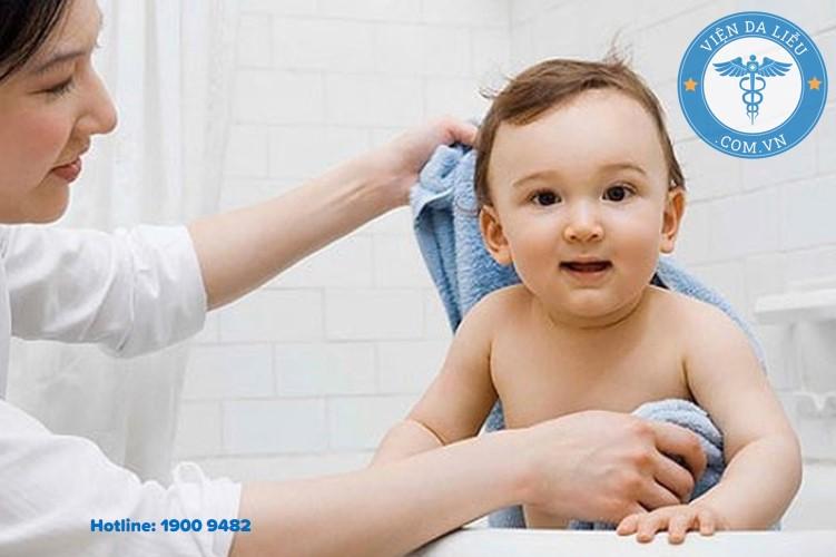 III. Bốn sai lầm mẹ cần tránh khi dùng dầu dừa trị hăm tã cho bé 1